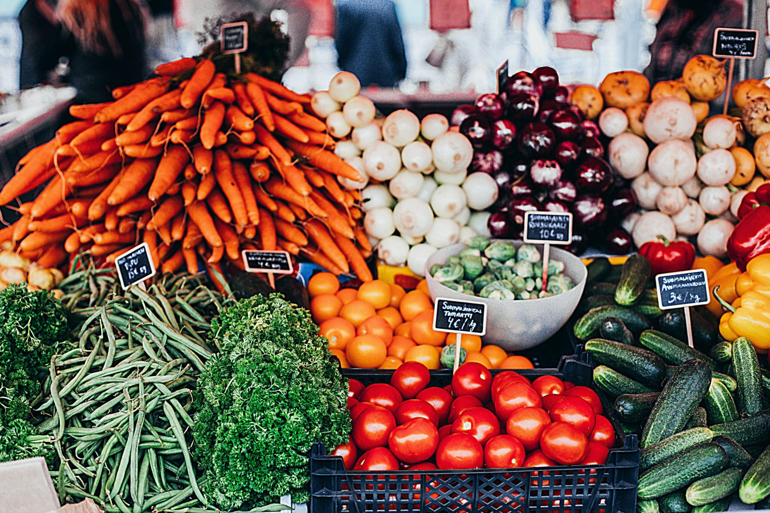 organic foods at farmers market