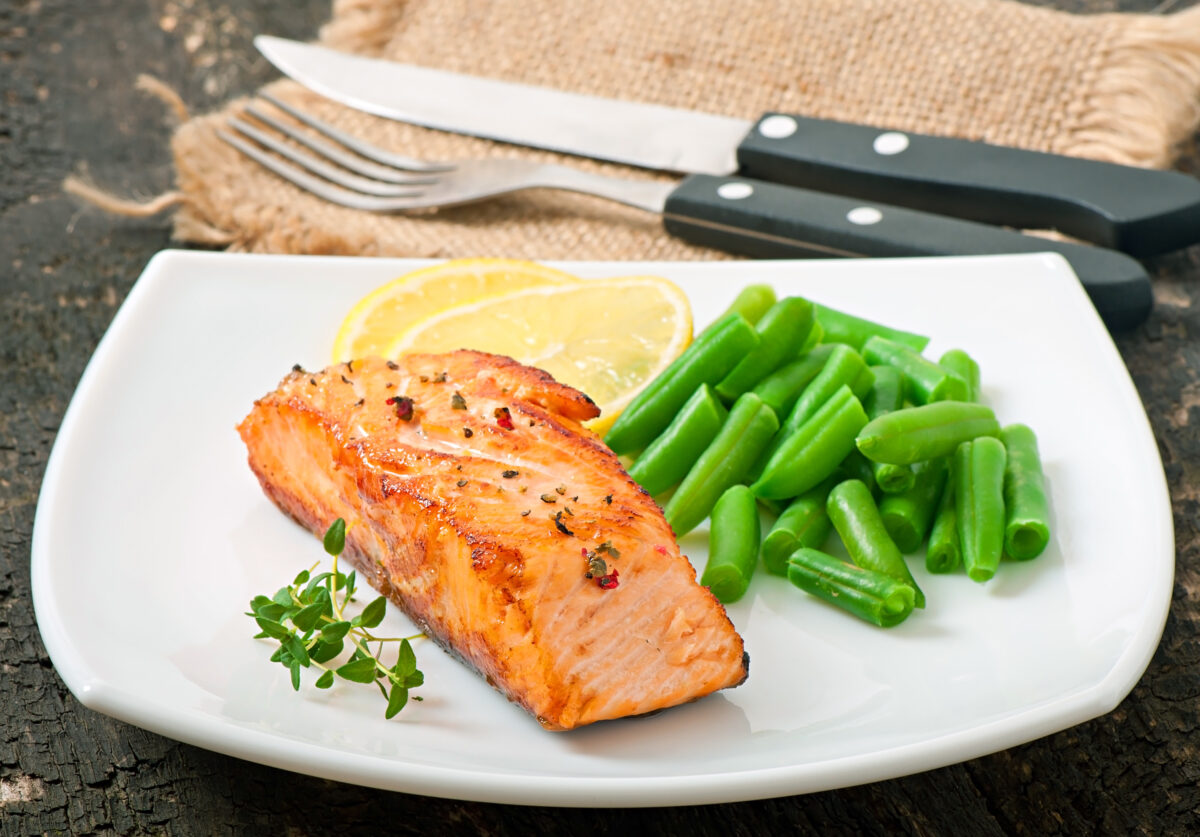 lazy keto meal prep salmon and green beans