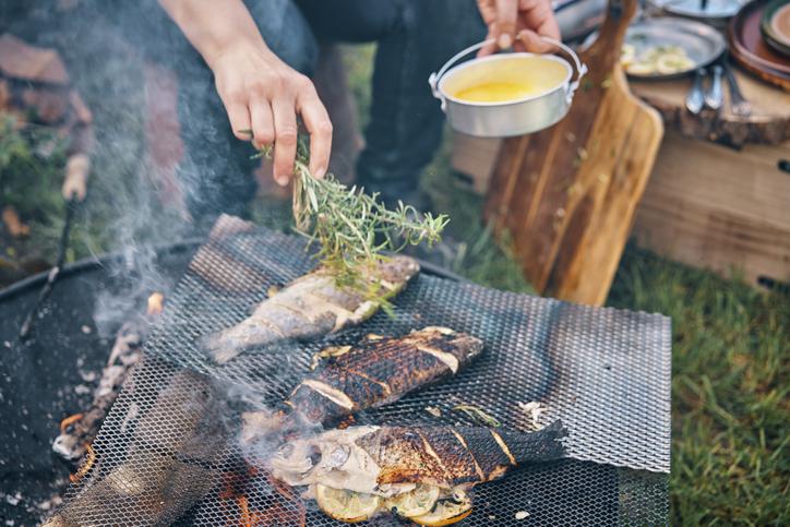 preparing fish for the mediterranean diet